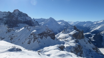 Blick vom Gipfel zum Bristen.