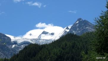 Nadelgrat im Überblick (von rechts: Dirruhorn, Hobärghorn, Stecknadelhorn, Nadelhorn)