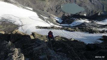 Abstieg an den Kletten entlang, die Nordwand ist schon ziemlich aper.