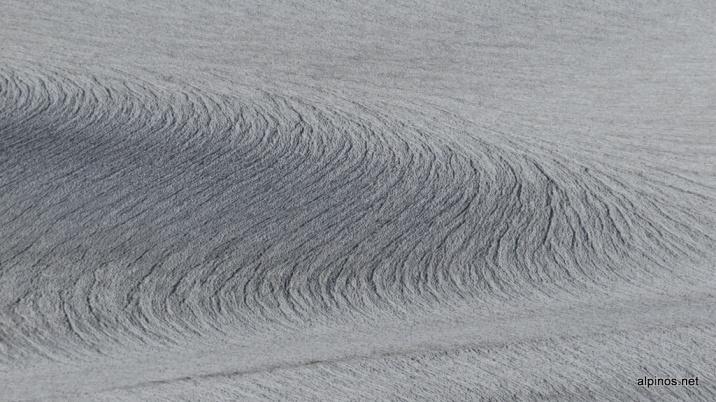 Wasserrillen auf dem Claridenfirn.