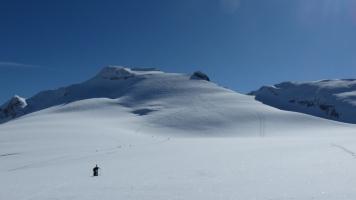 herrliche Abfahrt durch die Gipfelflanke