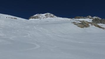 Firnabfahrt den Tiefengletscher hinunter